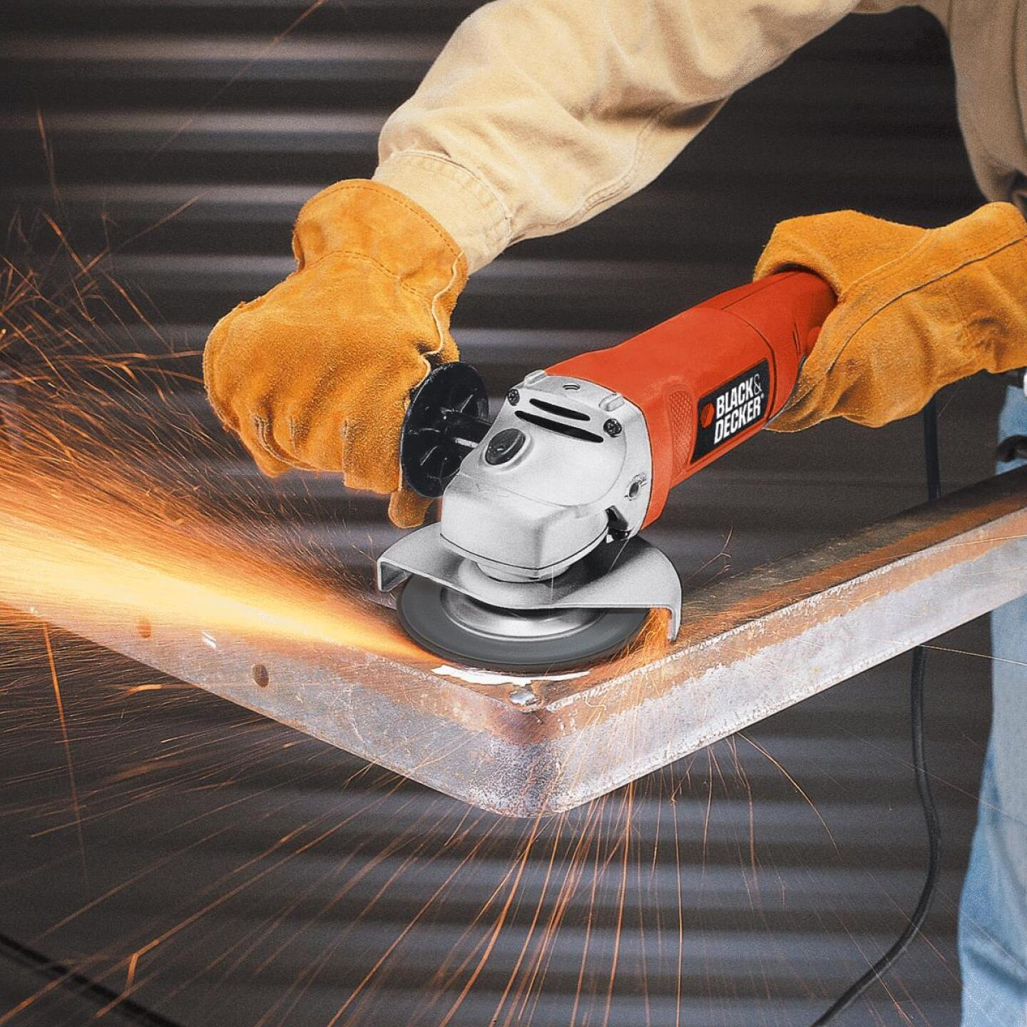 Black & Decker 4-1/2 In. 8.5-Amp Angle Grinder Image 3